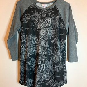 LuLaRoe Randy Tee M EUC Black Gray Floral